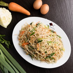 FRIED NOODLES WITH VEGETABLE & EGG